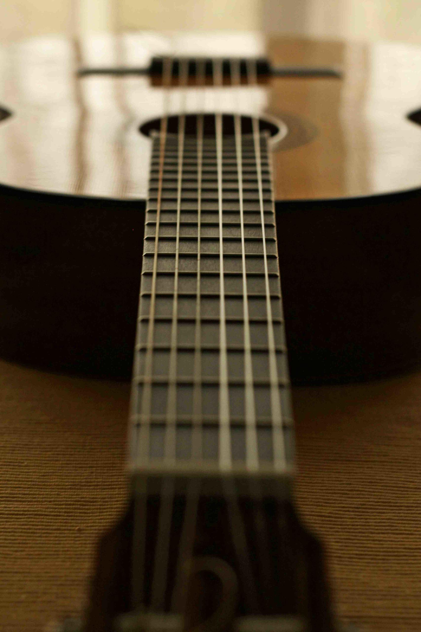 Comment changer la mécanique de la guitare classique?