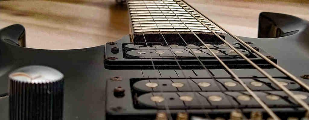 Comment changer les cordes de guitare acoustique?
