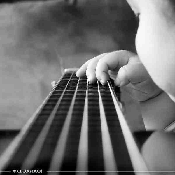 Comment changer les cordes d'une guitare classique?