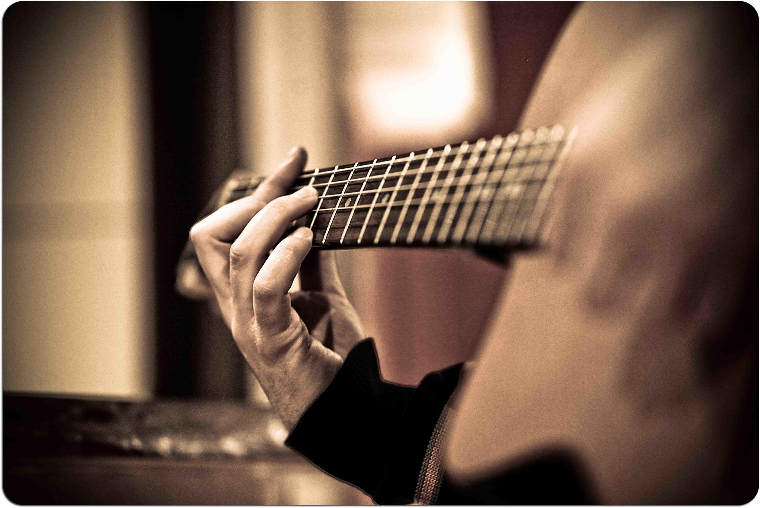 Comment changer les cordes d'une guitare folk