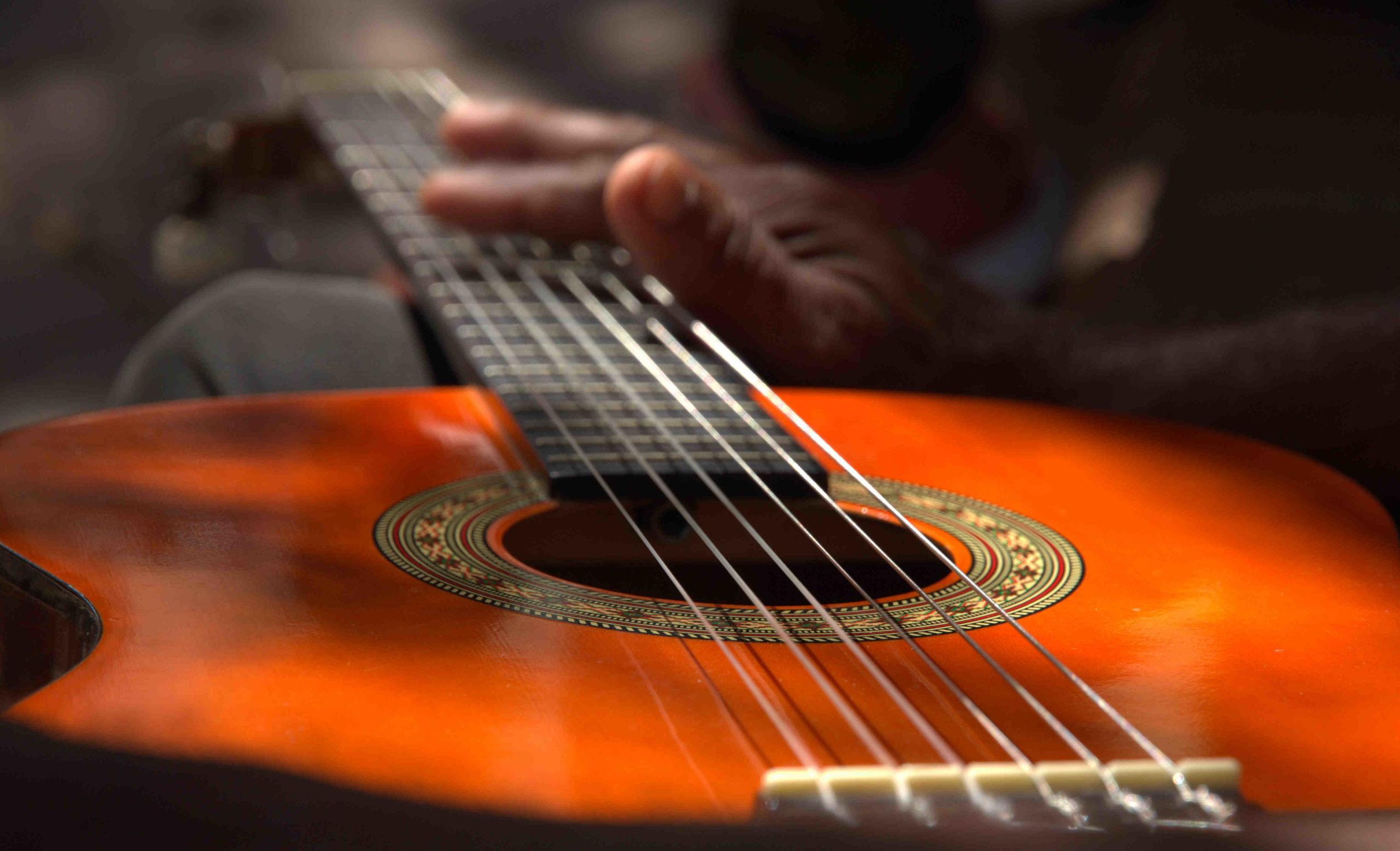 Comment changer ses cordes de guitare classique