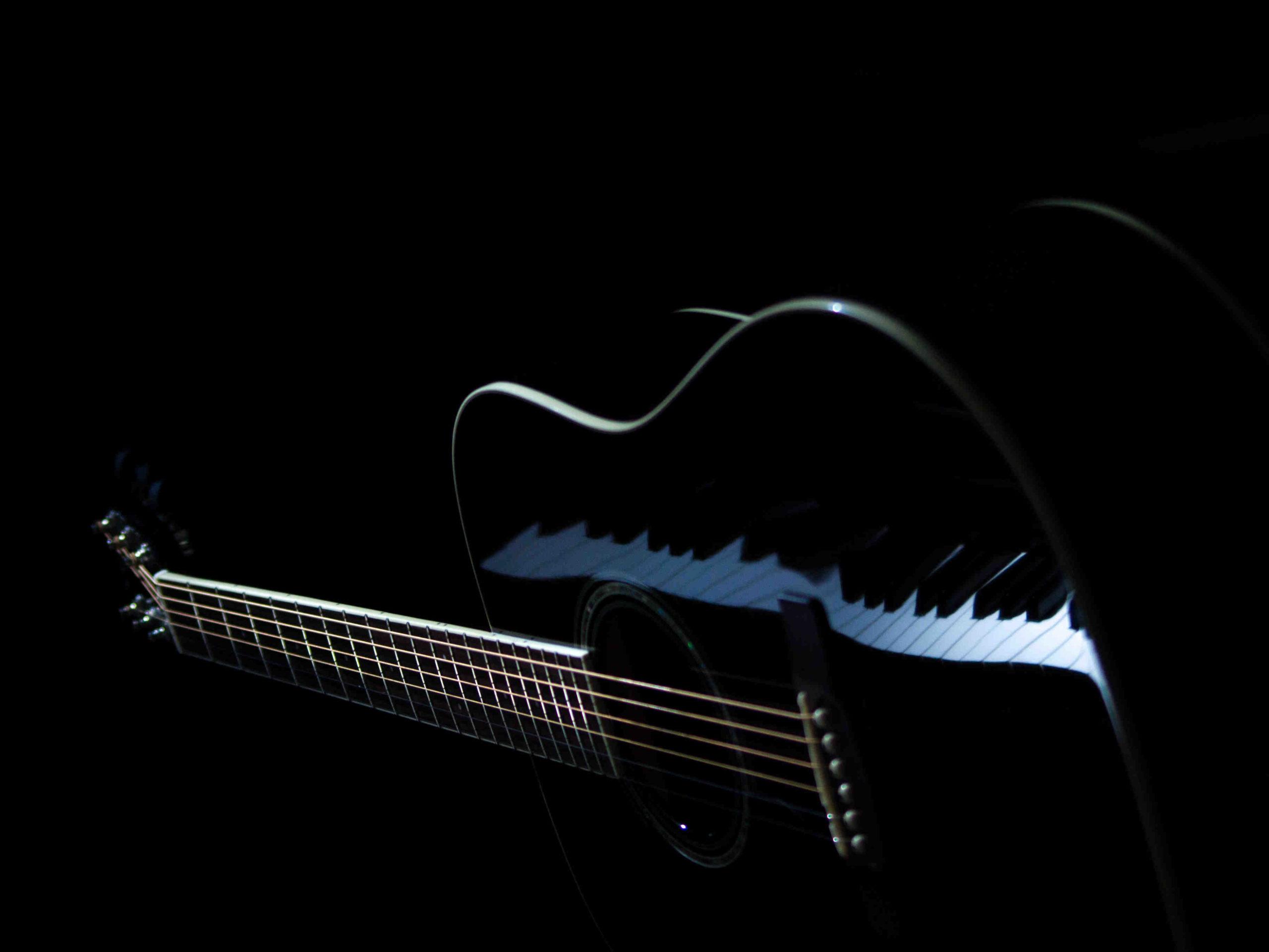 Comment choisir ses cordes de guitare folk?