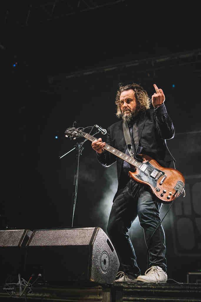 Comment mettre la main gauche sur une guitare?