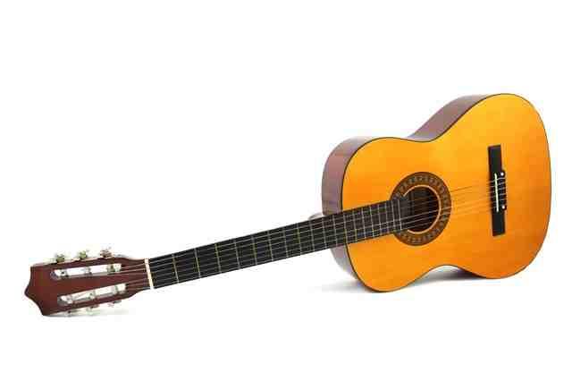 Comment mettre une corde de guitare?