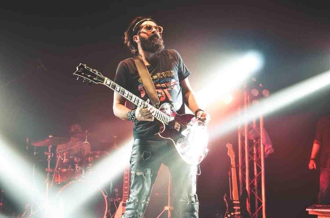 Comment prendre la guitare ?