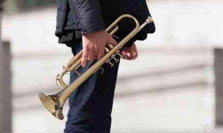 Comment tenir une trompette