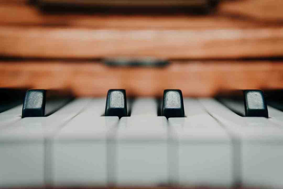 Comment jouer au piano on ecrit sur les murs